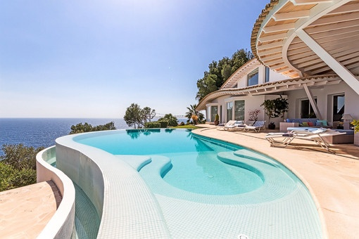 Estate agent in Mallorca can be a real dream job - nice weather, luxurious homes and cultivated clientele. But competition is high on the island.