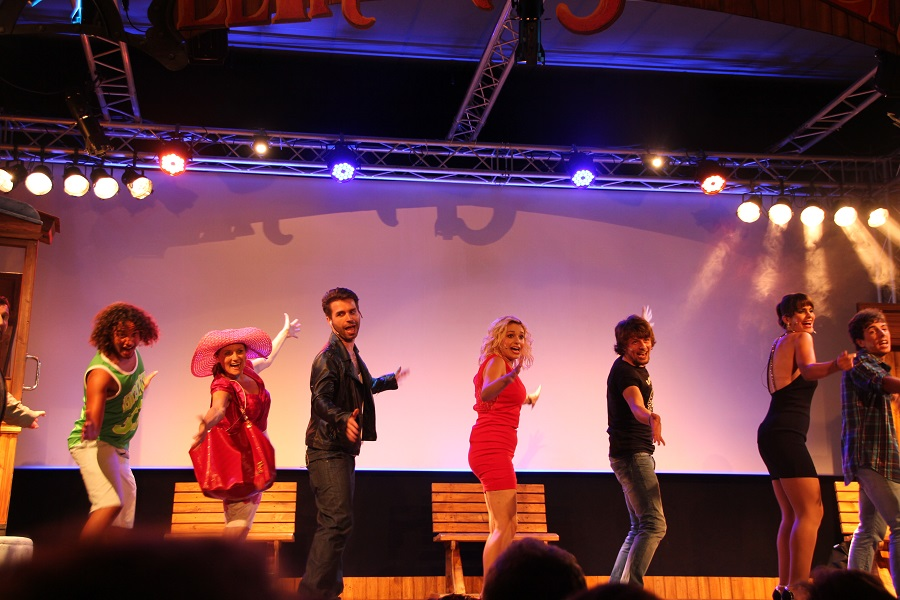 "The cast of the musical ""El Tren de Sóller"""