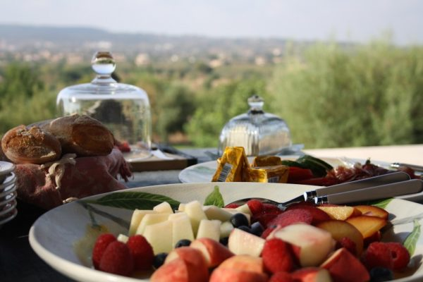 Good Morning Sunshine! A day at the holiday finca should start perfectly with a delicious breakfast - without even having to lay the table. Photo: Caroline Fabian privatecooking-mallorca.com