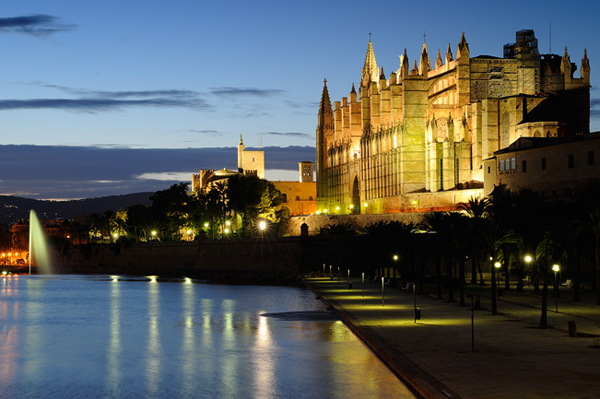 During the daytime vibrant life, by night pure romance – the entire island presents itself like its capital Palma.