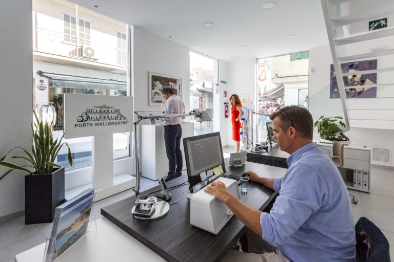 The new real estate office in the pedestrian zone of Puerto de Andratx