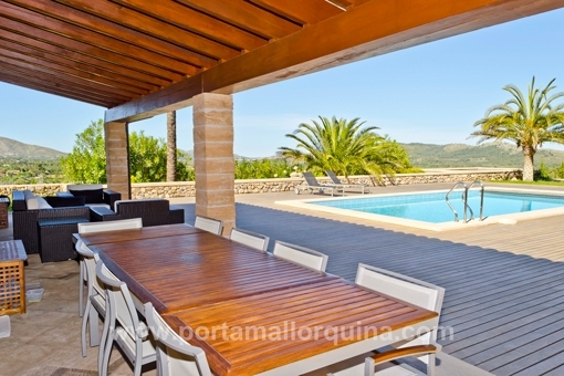 Terrace with views to the swimming pool