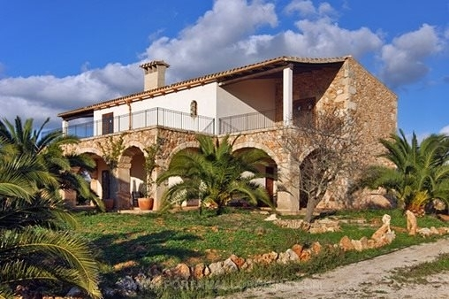Newly built finca with pool in Es Llombards