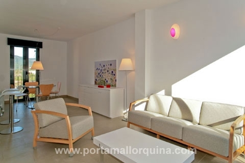 New built modern apartment in well-kept complex and views of the surroundings