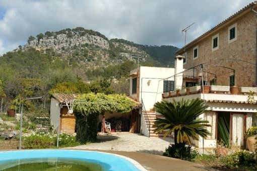 Beautiful large village house with pool, garden and 5 bedrooms en suite