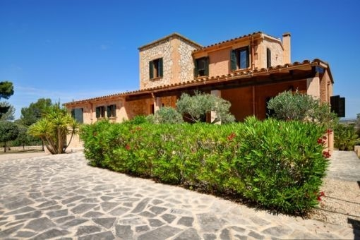 Wonderful natural stone Finca with fantastic panoramic views in Felanitx