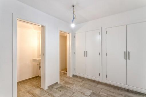 Large bedroom with built-in wardrobe and bathroom en suite