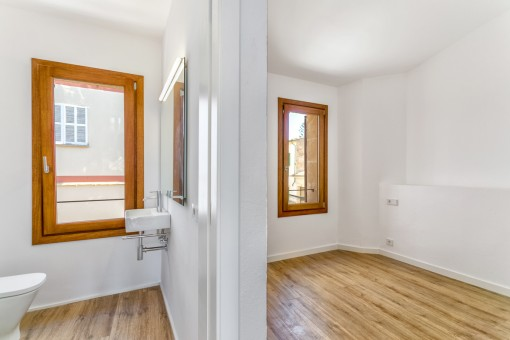 Lovely bedroom with bathroom en suite