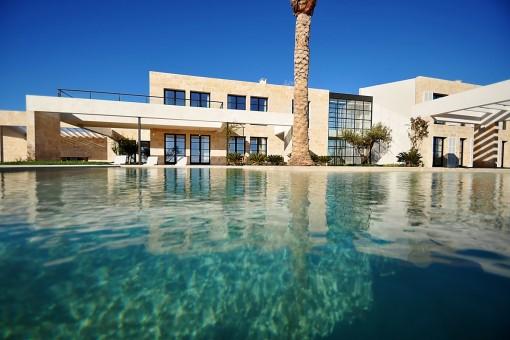 Large salt-water infinity pool