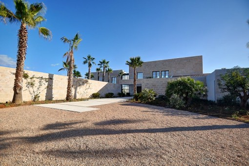 Newly-built villa with sea views in Cala Llombards