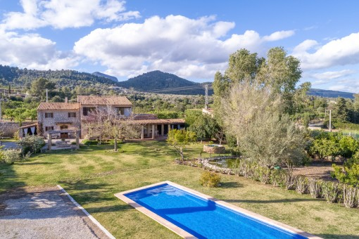 Charming country house in Binissalem, available immediately, with pool and outside jacuzzi