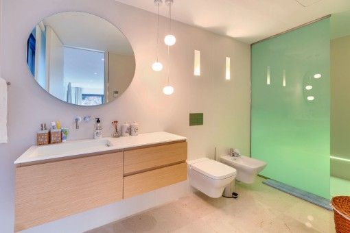 One of 5 modern bathrooms