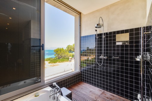 Fantastic sea views from the shower