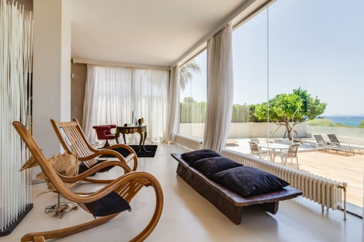 The villa offers large panorama windows