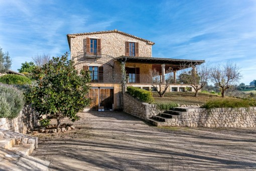 Idyllically-situated stone finca with guest house and the possibility for a pool in Selva