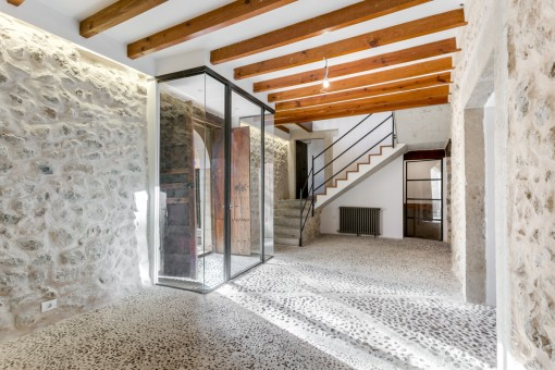 Entrance area with stone floor and walls