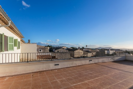 Spacious roof terrace with gorgeous mountain views