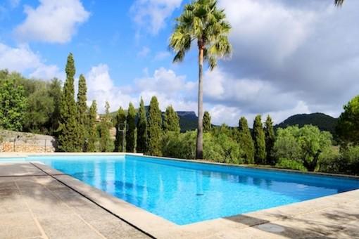 Large pool area