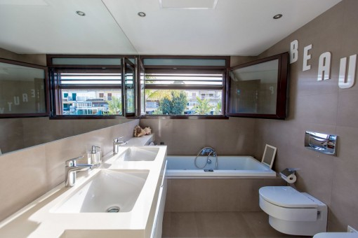 One of 3 bathrooms