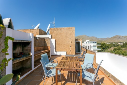 Roof terrace with barbecue area