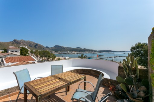 Apartment on the first sea line in Port de Pollensa right on the beach with views over the bay