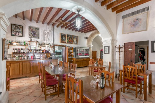 Further bar and dining area