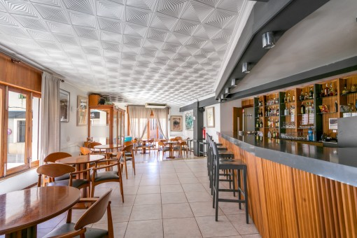 Dining area with bar