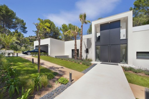 Modern, newly-built villa right on the Son Vida golf course
