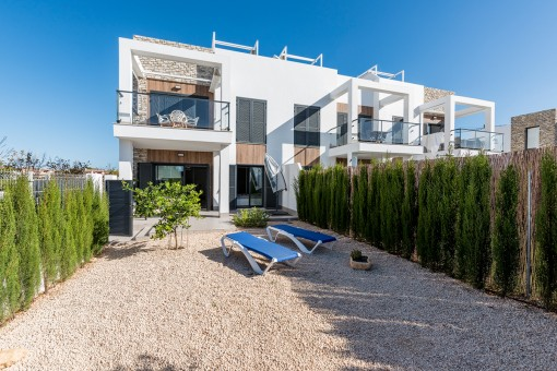 Modern ground floor apartment with private garden in Cala Murada