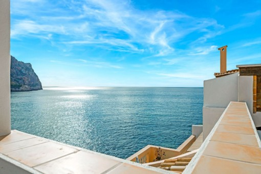 Dreamlike panoramic sea views