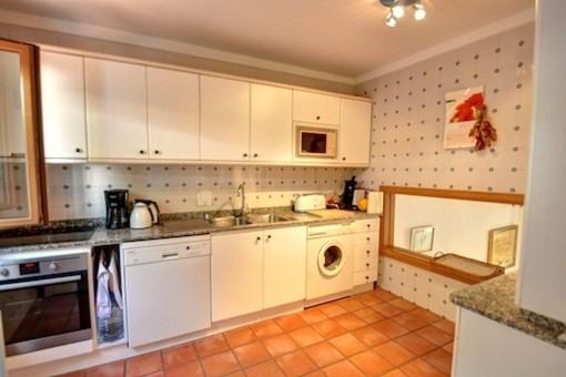 Mallorcan kitchen in white