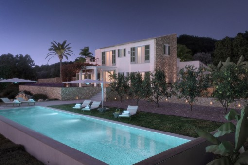 The finca by night