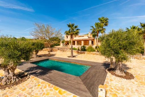 Unique, newly-built finca with pool and guest house near to Sineu