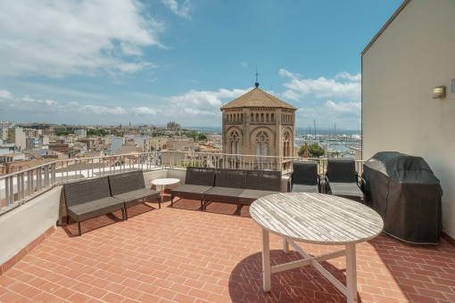 Spectacular penthouse apartment in the heart of Santa Catalina with a large terrace and sea views