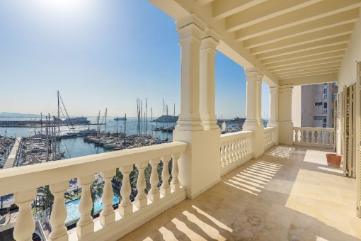 Exclusive, elegant apartment with fantastic views of the the harbour, the sea and the cathedral