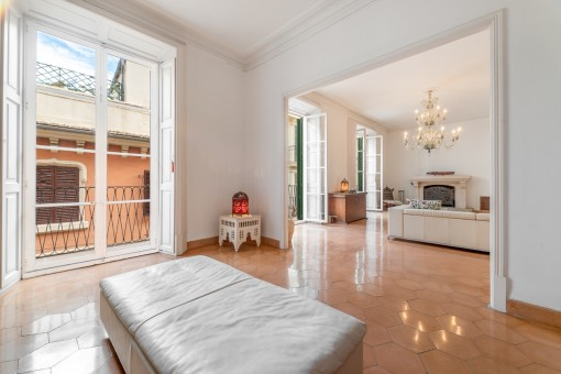 Prestigious 3-level apartment with wonderful views of the cathedral and the sea in the La Lonja district