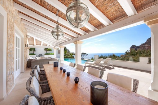 Villa on the first sea line with holiday rental license in Port Andratx
