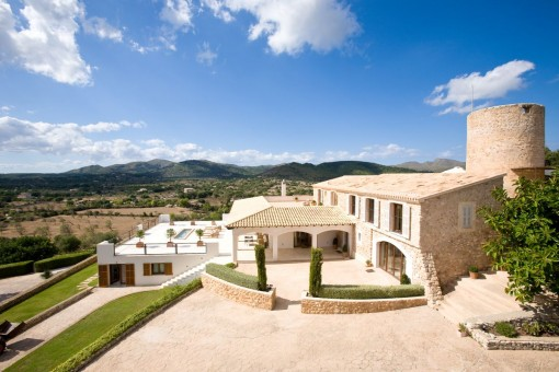 Wonderfully refurbished finca-villa and estate with historic windmill and panoramic views over Artà