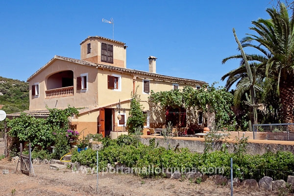 Authentic country house with stables on a picturesque plot