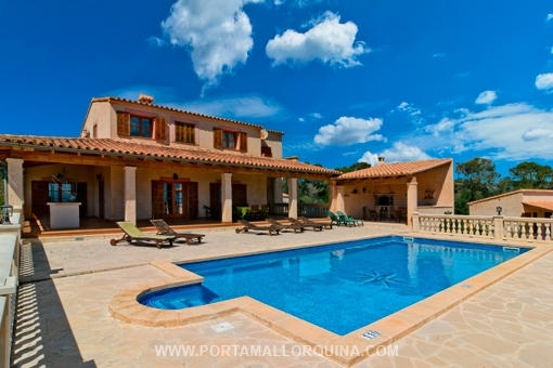 High-end country house with separate guest house