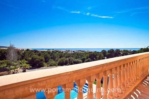 Terrace with views over Nova Santa Ponsa and the sea
