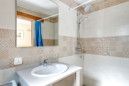 The finca offers 4 modern bathrooms