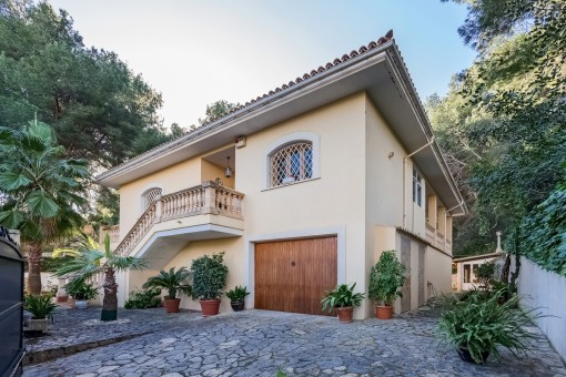 Unfurnished villa with pool and gas central heating in a desirable location in Cas Catala