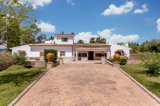 Beautiful and very spacious country house in romantic settings in Campanet