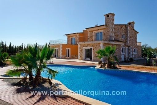 Sunny country house with distant views to Santanyí