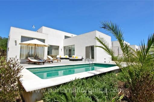 Top designer villa in quiet surroundings.