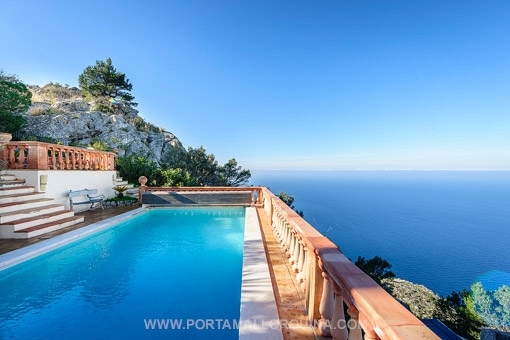 Beautiful villa on the seafront with spectacular views