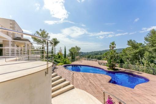 Alternative views of the pool terrace