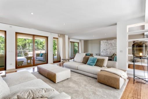 Alternative views of the living area