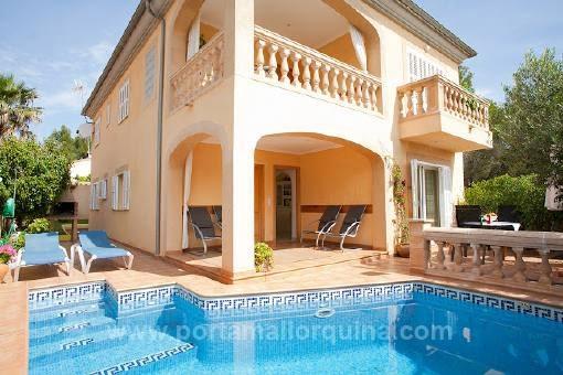 Spacious villa in quiet surroundings, near to the beach
